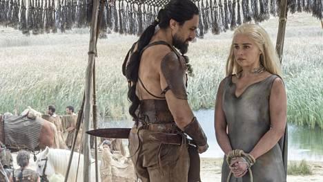 Daenerys (Emilia Clarke) on dothrakien vankina.