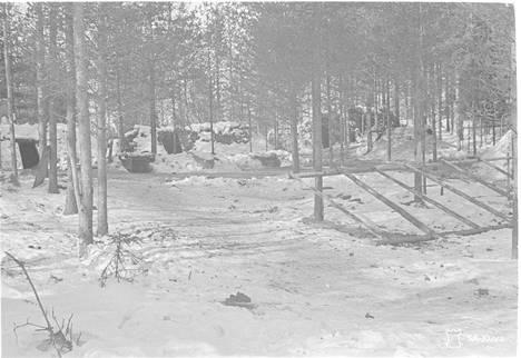 Venäläisten Oinaansalmelle Ilomantsiin rakentamat asemat kuvattiin sodan jälkeen.