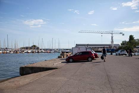 Kuvassa paikka, jossa Paula Koivuniemen auto oli pudota mereen.