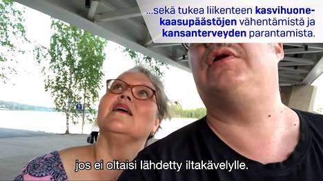 Kaarina Hazardin mukaan videoiden tyylilajissa pyrittiin kansalaiskokemukseen.