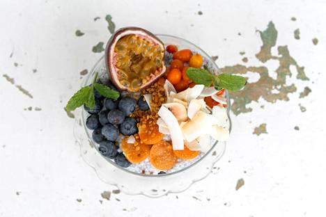 Chiavanukas aloittaa aamun pehmeästi. Lisää mukaan marjoja ja siemeniä oman maun mukaan.