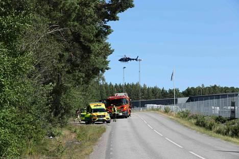 Paikan päälle tuli myös poliisin helikopteri. Lopulta tilanne selvisi rauhanomaisesti.