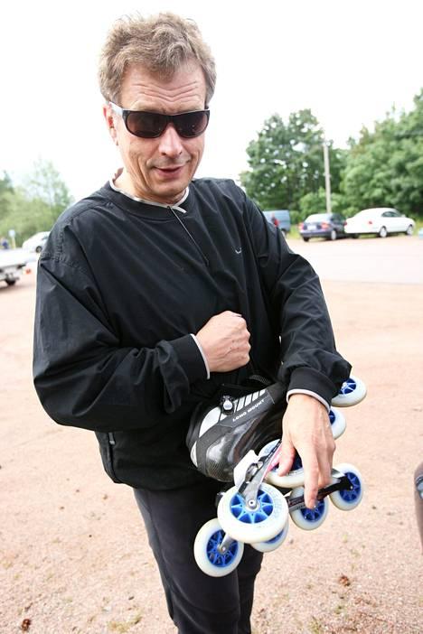 Sauli Niinistö on tunnettu rullaluisteluharrastuksestaan.