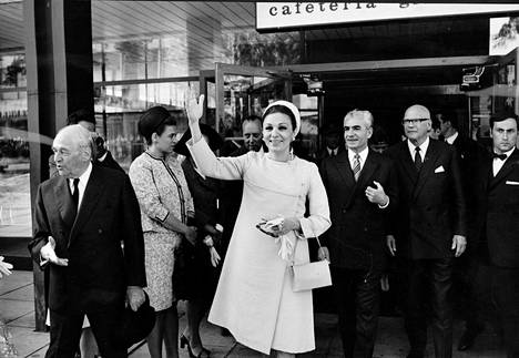 Shaahitar, shaahi ja presidentti yhdessä valtiovierailun avauspäivänä tiistaina 23. kesäkuuta 1970.
