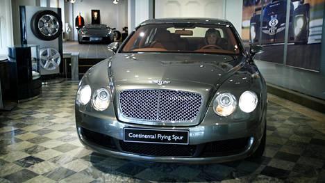 Bentley houkuttelee asiakkaita Östermalmin kaupunginosassa Tukholmassa.