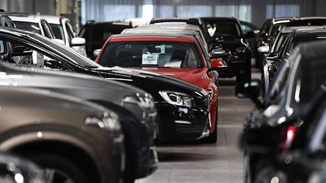 Käytettyjen ohella myös uusien autojen kauppa on myllääntynyt koronavuonna osin uuteen asentoon.