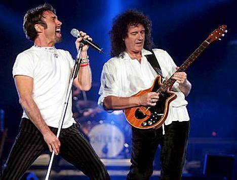 Uusi kappale ilmestyy myös sinkkuna. Kuvassa ovat bändin jäsenistä solistina kuultava Paul Rodgers (vas.) ja Brian May.