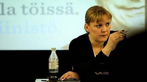 Kokoomuksen silloinen puoluesihteeri Taru Tujunen joutui dokumenttielokuvan päähenkilöksi.