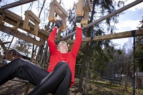 Nummelalainen harrasti nuorempana juoksemista ja seiväshyppyä.
