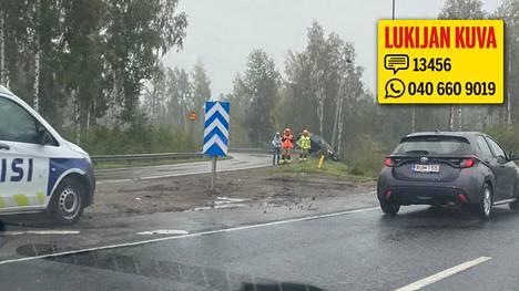 Lahdenväylän ja Kehä I:n rampissa oli auto ajanut ulos.