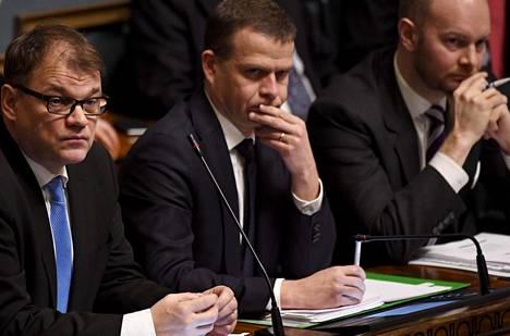 Juha Sipilä (kesk), Petteri Orpo (kok) ja Sampo Terho (sin) eivät päässeet sopivasta mallista yhteisymmärrykseen.