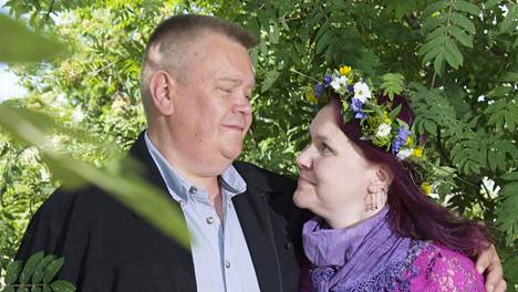 Aki ja Heli Palsanmäki pitävät kesän ainoan lomansa juhannuksena.