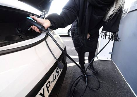 Sähköauto työsuhde-etuna? Sähköauton lataus on verovapaa etu vuoteen 2025 asti.