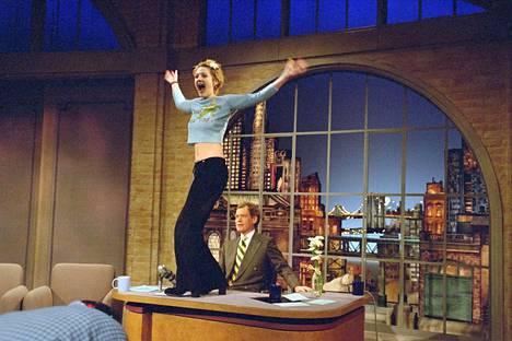 Drew Barrymore on kertonut tanssiesityksen ja vilautuksen olleen spontaani teko.