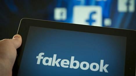 """Facebook on saanut pilkkanimen """"Fakebook"""" siellä jaettavan valheellisen tai vanhentuneen tiedon takia. Nyt yhtiö pyrkii puuttumana jälkimmäiseen ongelmaan."""
