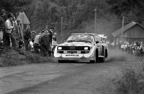 Mikkola Suomen MM-rallissa 1985 legendaarisella B-ryhmän Audi S1 Quattro -supertykillä.