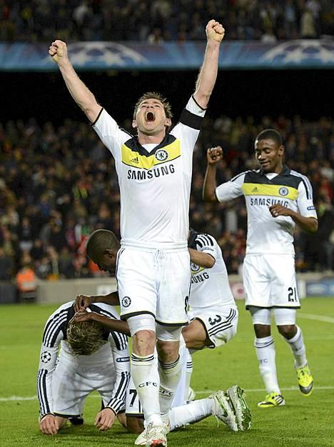 Chelsea eteni Mestarien liigan loppuotteluun lyöden Barcelonan Cam nou -stadionilla tiistaina. Chelsean Frank Lampard hihkuu voittoa.