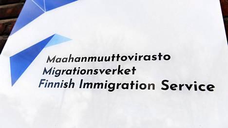 Maahanmuuttoviraston tiskille on nyt kuukausien jono.