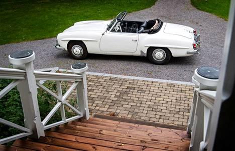 Mallin virallinen esittely nähtiin vuotta myöhemmin maaliskuussa Geneven autonäyttelyssä 1955.