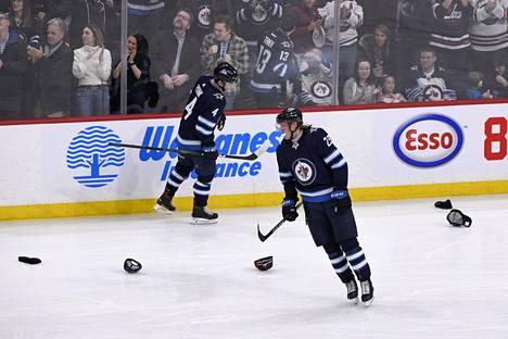 Hatut jäällä eivät olleet epätavallinen näky Laineen Winnipeg-vuosien aikana. Kaikkiaan hän mätti Jetsille kahdeksan hattutemppua ja yhteensä 140 runkosarjamaalia.