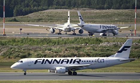 Finnairin lentokone Helsinki-Vantaalla heinäkuun alussa.