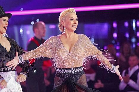 Tanssii tähtien kanssa -finaalissa nähtiin yllätys, kun tanssituomari Helena Ahti-Hallberg palasi esiintymislavoille 12 vuoden tauon jälkeen.
