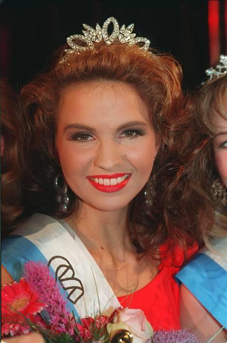 Janina Fry (ent. Frostell) voitti Suomen Neito kisan 1993.