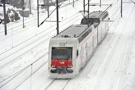 Liikkuva juna ei pysähdy nopeasti vaikka jarrut olisivat pohjassa. Lisäksi jarruihin ja junaan voi tulla suuriakin vaurioita.