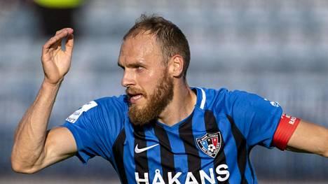 Timo Furuholm jatkaa Interissä.