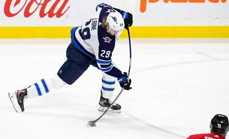 Patrik Laineen laukaus on NHL:n pelätyimpiä.