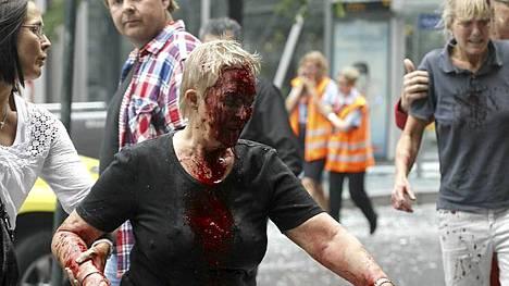 Ainakin seitsemän kuoli ja useita loukkaantui pommi-iskussa Oslossa perjantaina.