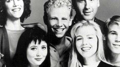 Ian Ziering (kesk.) oli BH 90210 -kaartin vanhimpia.