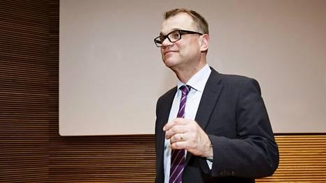 Juha Sipilä tiedotustilaisuudessa 28. huhtikuuta Helsingissä.
