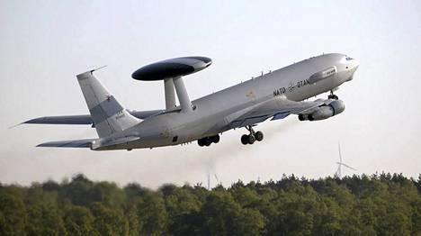 Naton AWACS-kone Saksan ja Hollannin rajan läheisyydessä huhtikuussa 2014.
