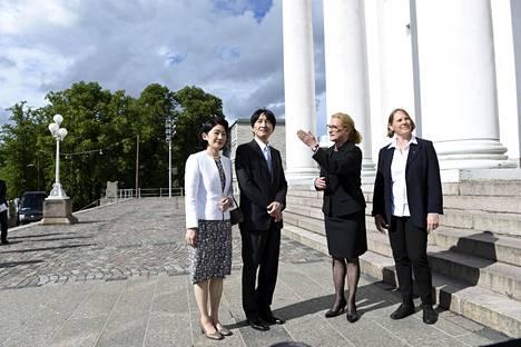 Japanin kruununprinssipari vieraili keskiviikkona Helsingin Tuomiokirkossa.