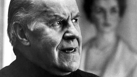 Edvin Laine (1905–1989) oli suomalainen ohjaaja ja näyttelijä.