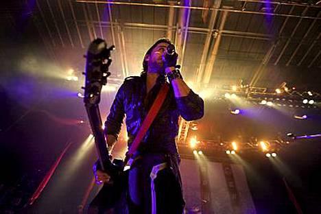 30 Seconds to Mars esiintyi loppuunmyydyllä keikalla Helsingin jäähallissa eilen.