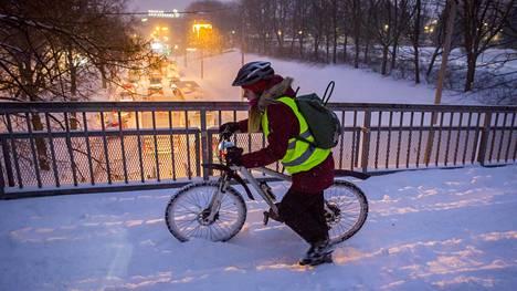 Tällaista oli talvipyöräily ajoittain viime talvena Helsingissä.