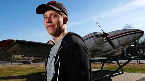 Lauri Ala-Myllymäen varusmiespalvelus päättyy kesäkuussa. Sen jälkeen nähdään lähteekö nuorukainen lentoon, kuten hän itse lupailee.
