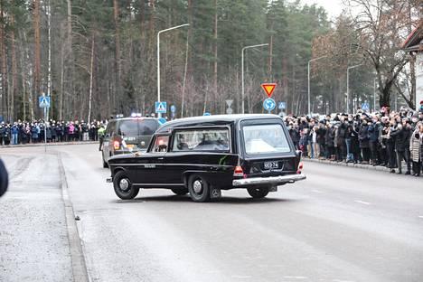 Ihmiset kunnioittivat Tuomas Gerdtin viimeistä matkaa.