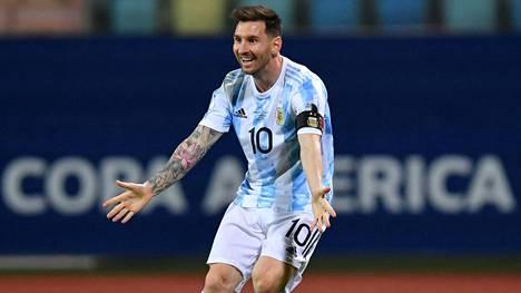 Lionel Messi viimeisteli Argentiinan 3–0-osuman Copa American puolivälierässä Ecuadoria vastaan.