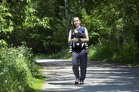 Leila Saarivirta säästää juhannuksena viettämällä aikaansa kaupungissa.