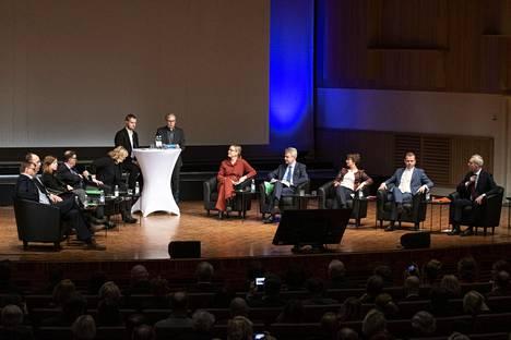 Juha Sipilä (kesk), Petteri Orpo (kok) ja Antti Rinne (sd) sekä Pekka Haavisto (vihr), Li Andersson (vas), Jussi Halla-aho (ps), Sari Essayah (kd), Paavo Väyrynen (tähtiliike) sekä puolueidensa edustajina Pirkko Mattila (sin) ja Eva Biaudet (r).