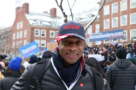 Vapaaehtoisena kampanjassa toimiva George Shanon ennustaa Sandersille äänivyöryä.