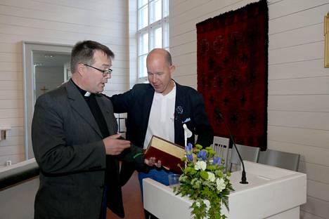 Kaj Kunnas Laukaan kirkon Miesten illassa.