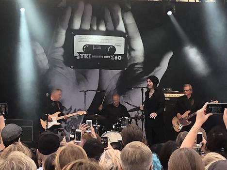 Ville Valo & Agentsin keikan aikana osa yleisöstä ei kuullut esitystä kunnolla.