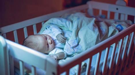 Väestöliiton asiantuntijan mukaan on huolestuttavaa, että monet vanhemmat asettavat itselleen korkeita odotuksia vauvanhoidon suhteen ja hakevat apua vauvavaiheen uupumukseen liian myöhään.