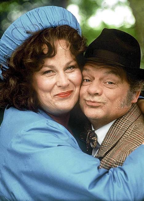 Mamma ja Pappa Larkin (Pam Ferris ja David Jason) palaavat pian TV1:n ohjelmistoon suosikkisarjassa Oi ihana toukokuu.