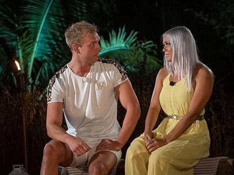 Miran ja Valton iltanuotio oli yksi sarjan historian dramaattisimmista, sillä Valtolle selvisi Miran pettäneen häntä.