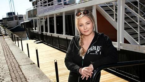 Ravintolapäällikkö Heidi Järvisen mukaan Papa Joe'sin uusi terassi tulee tarpeeseen.